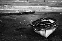 (Effe.Effe) Tags: schnee winter sea bw mer snow beach monochrome strand boot snowflakes boat mar meer barca mare hiver nieve playa bn neve invierno neige moscone inverno plage eos350d spiaggia senigallia bote adriatico 50mmf18 unusualseasons oldschooldigital