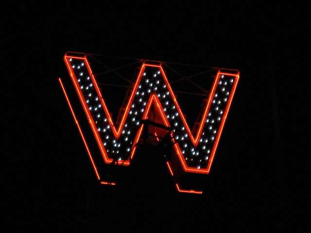 Woodwards sign lighting-6