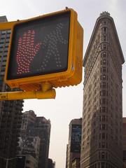 Stop, Flat building (Jos Reales) Tags: newyork flatbuilding