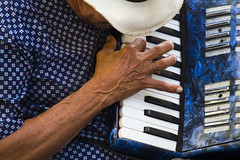 2273 - Street Performer (Artistic Pursuits-Rob Strovers) Tags: oldsanjuan puertorico streetperformer pr allrightsreserved accordianplayer artisticpursuits robertdstrovers wwwartisticpursuitsnet