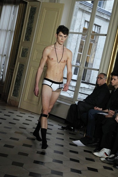 Jeremy Young3155_FW10_Paris_Alexis Mabille (nikestav10@mh).jpg