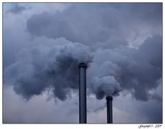 Ivrypolis 1 (Greyshift11) Tags: ivry paris nuage nuages pollution fumee fumée cheminée cheminee cheminées cheminees industrie déchetterie dechetterie france panasonic lumix dmc g1 dmcg1 1445 mm 14mm 45mm