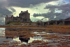 Eilean Donan Castle III (frantic_indolence) Tags: light sunset sea storm reflection castle beach clouds reflections scotland wind shore algae eilean donan dornie scozia eileandonancastle sunsetcolours flickrdiamond franticindolence