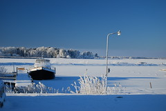 Boat stuck (Mix_xeR) Tags: winter boat mika vnern mariestad siitonen