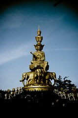 (Gotama2.0) Tags: china statue asia pentax buddha buddhism bouddha summit asie emeishan sichuan pilgrim chine sommet pelerinage k20d emeishansummit eimeishan