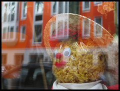The other day Dr. Frankenstein decided to start a new series of experiments: He replaced the human brain with pasta. At first he was happy with the outcome. After a while he found out that... (wwwuppertal) Tags: portrait orange deutschland head pasta german nrw noodles wuppertal bergischesland nordrheinwestfalen kopf nudeln northrhinewestphalia sonnborn noodleman canonixus80is sonnbornerstrase nudelmann mathesnudeltöpfchen