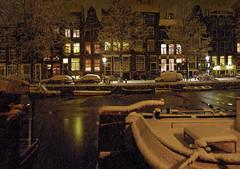 Heavy snowfall in the city of Amsterdam (B℮n) Tags: snowflakes topf50 jardin prinsengracht topf100 mokum jordaan sneeuwvlokken heavysnowfall 100faves 50faves winteravond abigfave dreamingofawhitechristmas winterinamsterdam verlichteramen winter20092010 hetisstilinamsterdam 20december2009 winterinthejordaan cosychristmasspirit strollinginasnowyamsterdam beginvanherengracht lightsatthewindows antonpiecksfeertje thenightfallsdowntownamsterdam happywintertimeinamsterdam deavondvaltindejordaan awintryviewofthebrouwersgrachtamsterdam desneeuwvaltopdedaken winterinmokum magicalwinterscene brouwersgrachtindewinter sneeuwvalvanzon15cm sneeuwplezierenoverlast cosychristmasinamsterdam gezelligewintertafereelindejordaan letitsnowinamsterdam kerstsfeerinamsterdam deavondvaltinhartjeamsterdam winternightinamsterdam xmasinamsterdam snowflakesfallontherooftop mokumindewinter