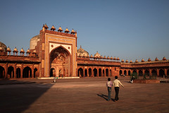 Fathepur Sikri (sebastien banuls) Tags: voyage street morning travel winter cold men festival fog walking photography photographie religion foggy indie varanasi indians  indi indien hind indi ganga pradesh hodu sangam pilgrims benares uttar haridwar indland prayag  hindistan gange uttarpradesh  svastika indija  desha ndia hindustan hindus  bharata   hiduism  hindia ardhkumbhmela   sdhu  indhiya bhratavarsha bhrrowtbaurshow  hndkastan       bhrata deshamu