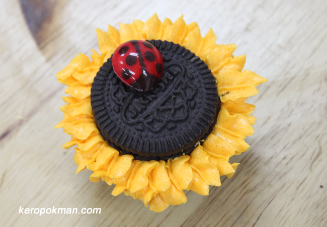 Chef Judy's Sunflower Cupcake