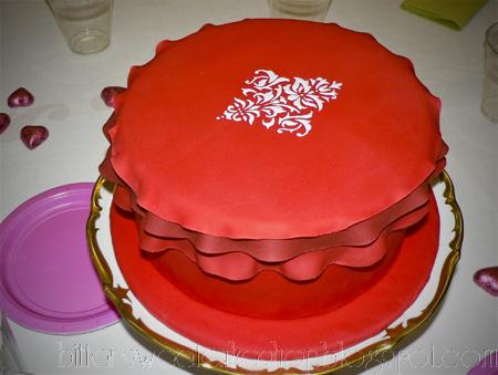ruffled edge fondant cake royal icing stencil