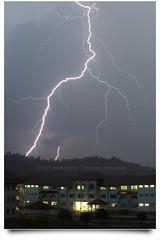 Kilat di Hulu Selangor pula... [UNEDITED] (AnNamir™ c[_]) Tags: canon kitlens lightning 1001nights thunder unedited 500d kualakubu petir kilat guruh huluselangor panahan annamir worldworx 1001nightsmagiccity klno