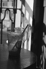 Always Starbucks (Honey Bfly) Tags: blancoynegro coffee caf blackwhite bn starbucks batido nikond60