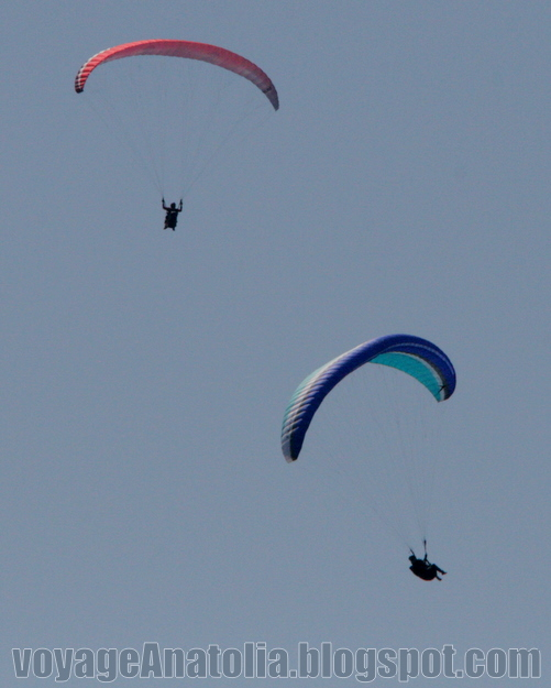 Paragliders at Fethiye by voyageAnatolia.blogspot.com