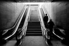 Rolltreppe (Frank Schmidt) Tags: street people bw white black public canon copenhagen eos stair metro photos escalator escalera step reality escalators 1740mm escalier kbenhavns rolltreppe mcanique mecnica rulletrappe liukuportaat 450d  metronyt rultuparo