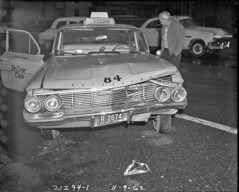 Taxi in accident on Aurora Avenue, 1962 (Seattle Municipal Archives) Tags: seattle taxis 1960s cabs dents taxicabs bumpers caraccidents autoaccidents seattlemunicipalarchives