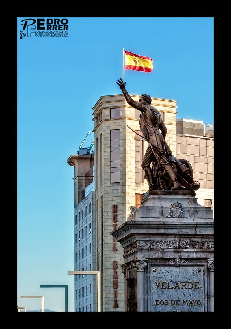 Pedro Velarde y la bandera - Héroe del 2 de Mayo de 1808