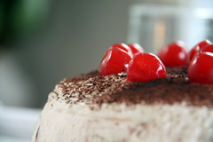 Schwarzwlder Kirschtorte (annabellemartensen) Tags: birthday red brown white black cake forest mom yummy cherries whippedcream huge cocoa blackforestcake schwarzwlder kirschtorte maraschinocherries schwarzwlderkirschtorte