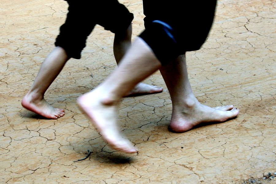 Barefoot(2)