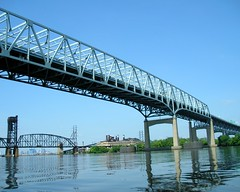Betsy Ross Bridge over the Delaware River, Pennsylvania-New Jersey (jag9889) Tags: road bridge philadelphia puente newjersey kayak crossing pennsylvania nj bridges americanflag ponte pa kayaking toll pont brcke paddling waterway crossings bbk betsyross delawareriver cantilever delair pennsauken camdencounty philadelphiacounty drpa delawareriverportauthority delawareriverportauthorityofpennsylvaniaandnewjersey k433