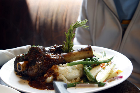 lamb with mashed potatoes & vegetables