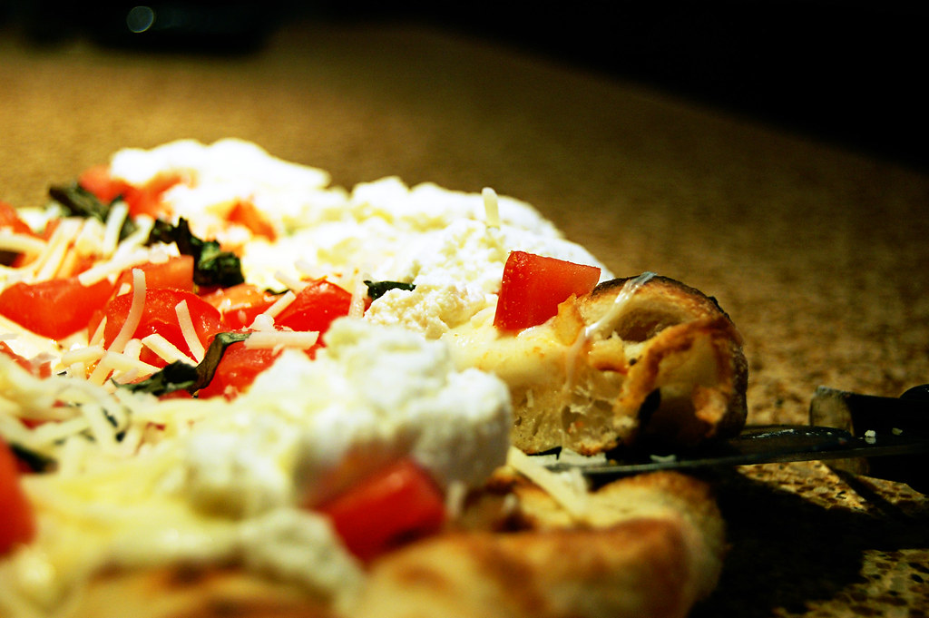 ... Pizza with Ricotta Cheese, Fresh Tomatoes, Basil & Roasted Garlic