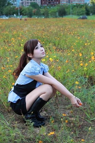 [フリー画像] 人物, 女性, アジア女性, 見上げる, 201103042100