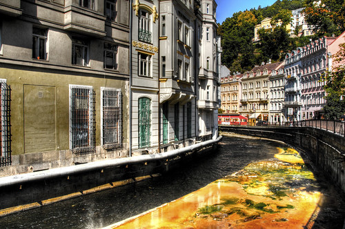 Orange river. Karlovy Vary. Río naranja