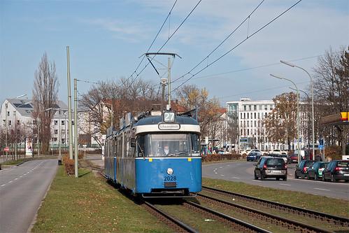 P-Wagen 2028 verlässt die Tropfenschleife Petuelring