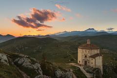 Ultime luci sulla Chiesa della Pietà (DABMARCO www.marcodabbruzzi.com) Tags: rocca calascio chiesa della pietà church tramonto sunset abruzzo italy