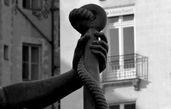 Puissance ! ! ! (Michel Craipeau) Tags: europe noir place michel fontaine blanc nantes 44 royale bras détail 44000 paysdelaloire loireatlantique epée craipeau craipeaumichel