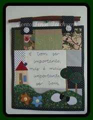 .....Panô em Patchwork.... (Ponto Final - Patchwork) Tags: flores verde floral quilt preto fabric botão patchwork árvores casinha retalho aplicações poá panô apliques patchcolagem ovelhinha apliquê artesanatocomtecido artesanatocomretalhos panôemtecido