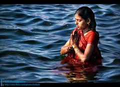 P r a y (bnilesh) Tags: woman india river pray maheshwar
