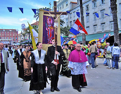"""Procession • <a style=""""font-size:0.8em;"""" href=""""http://www.flickr.com/photos/45090765@N05/4259483308/"""" target=""""_blank"""">View on Flickr</a>"""