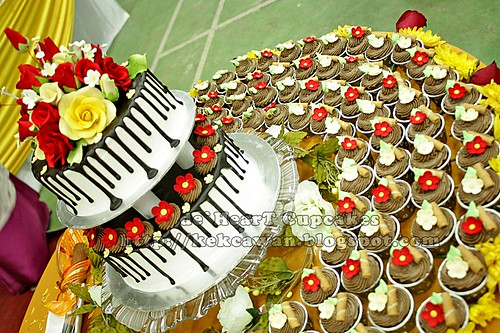 Wedding Cake and Cupcakes for Azrina, Tanjung Malim, Perak - 20 December 2009
