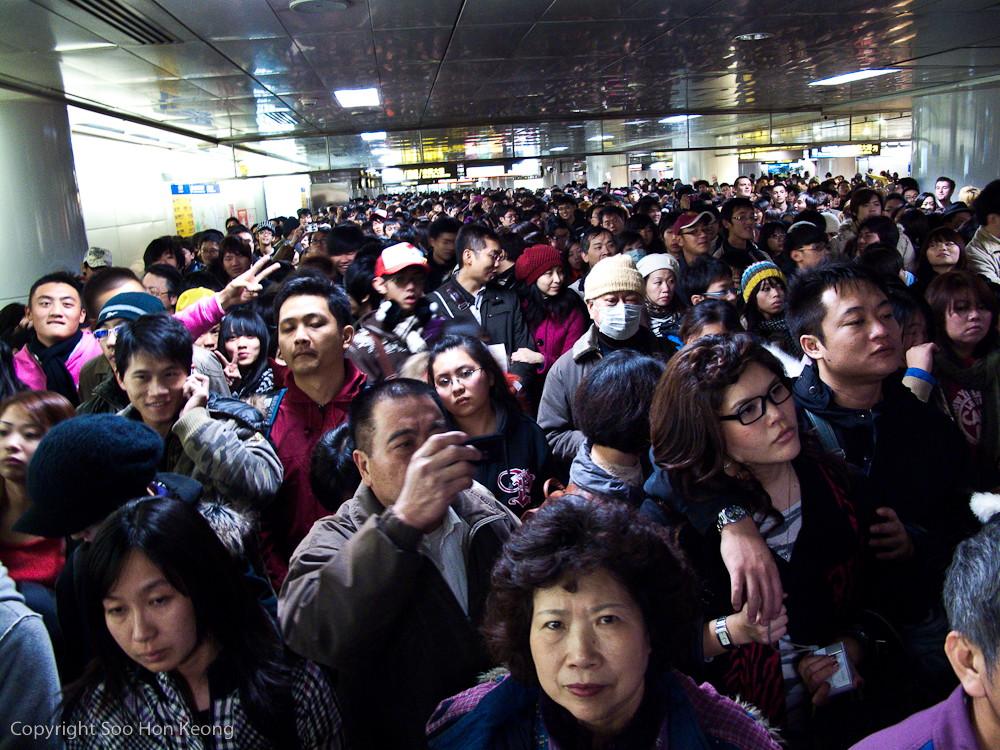 New Year 2010 Countdown Crowd @ MRT Taipei, Taiwan