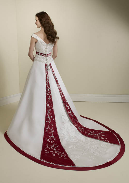 Embroidery Color Contrast To Red Wedding Dresses