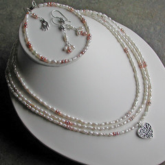 Pink and white pearls set