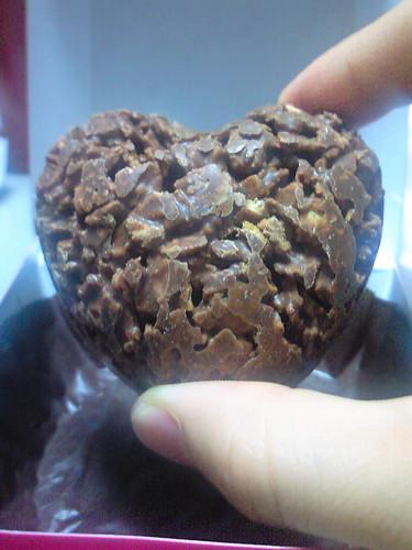 かなり早いけどバレンタインチョコもらた。しかも義理チョコ。嫁 から。