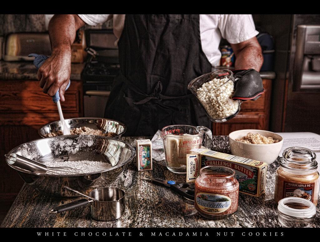 353/365 – WHITE CHOCOLATE & MACADAMIA NUT COOKIES