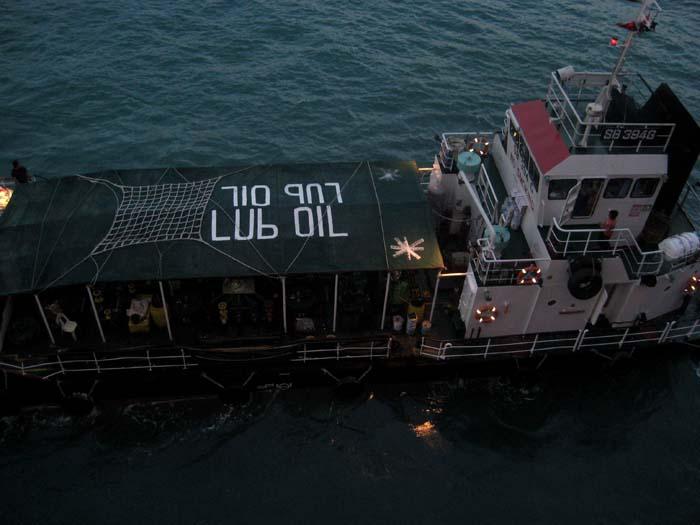 LUb OIL barge
