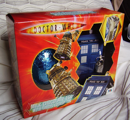 DR WHO - Chocolate Egg + Tin