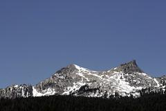 Butte (eckkheng) Tags: sky mountain snow treeline