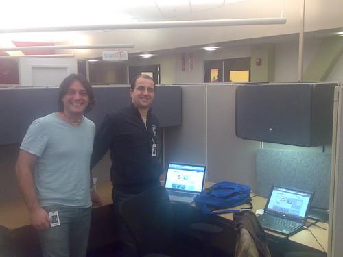 Nel nostro ufficio del Plug&PLay con i vestiti nuovi