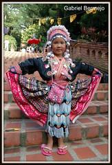 Mira que vestido tengo - Chiang Mai (Gabriel Bermejo Muoz) Tags: portrait girl asian thailand star asia child dress native expression retrato burma traditional tribal nia thai tribes expressive chiangmai tribe miao burmese infancia estrella traje hmong nene indigenous ancestral hilltribe mong tribu tradicional meo ternura indigena expresion nativo maew peopleoftheworld birmania chiangmaistar earthasia tribusdelnorte gentedelmundo tribusdelasmontaas gabrielbermejomuoz thechiangmaistar