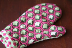 toddler play oven mitt
