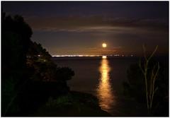 Luna Solar (Sigurd66) Tags: sea moon praia beach strand mar meer nightshot miami playa catalonia luna nocturna catalunya plage spiaggia cataluña cala tarragona baixcamp platja lluna montroigdelcamp montroig miamiplatja miamiplaya calavienesos