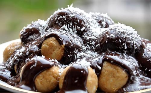 Çikolata Soslu Elmalı Toplar