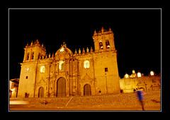 En la catedral de noche (victor mendivil) Tags: luz peru church noche nikon cusco religion catedral iglesia sierra nikkor escaleras catolicismo cristianismo escalinatas cruzadas d80 18135mmf3556g plazadearmasdelcusco catedraldelcusco victormendivil