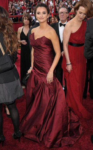 Penelope Cruz and Sigourney Weaver arrive at Oscars 2010