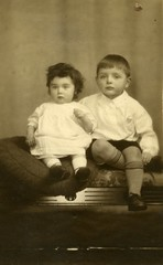 Image titled David Gibson and sister 1931